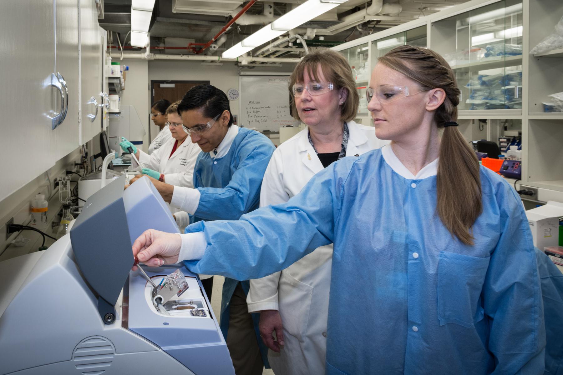 Molecular Genetic Technology Program Video in Spanish